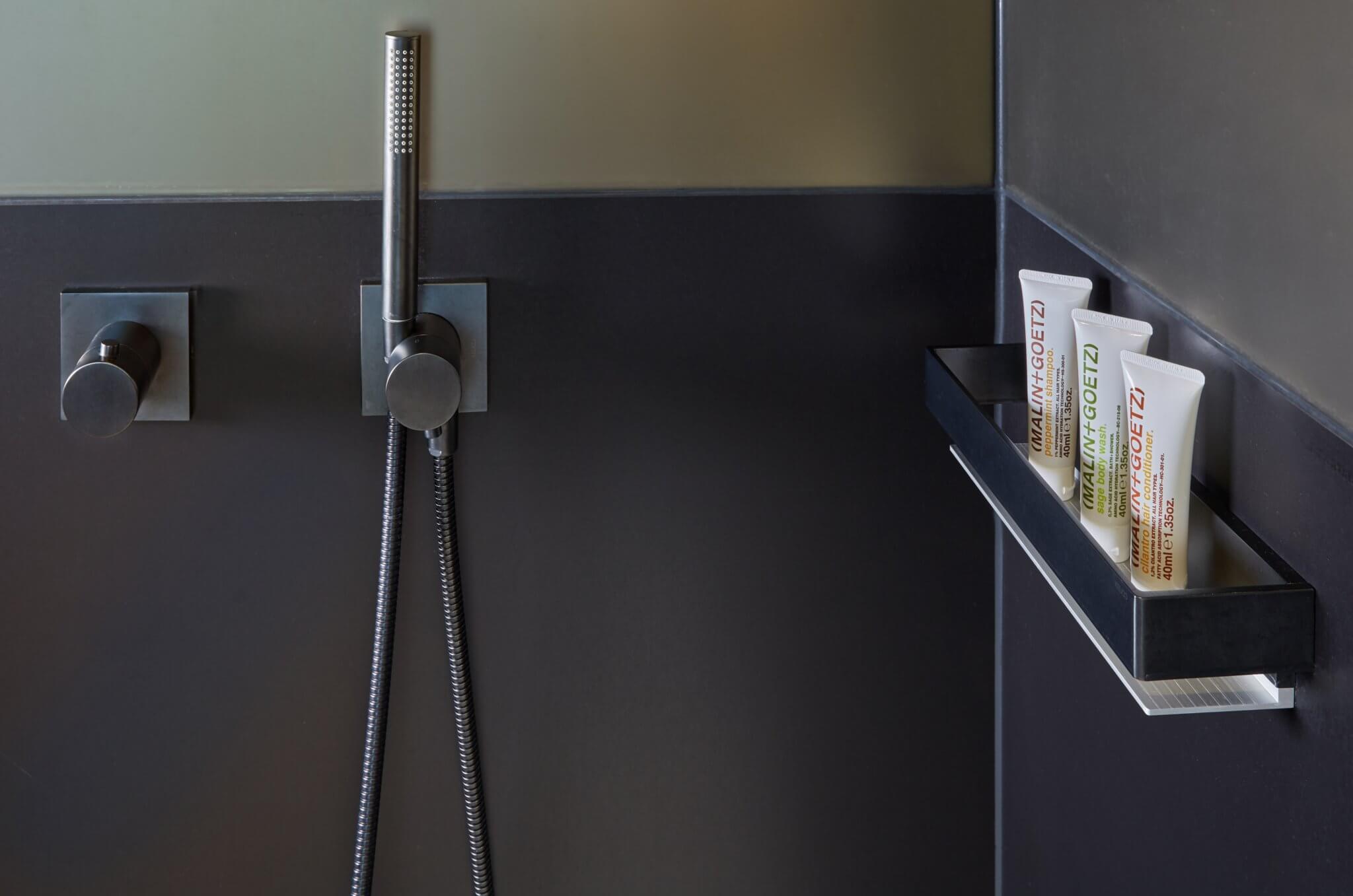 Fronansicht Duscharmatur ohne Waschbecken