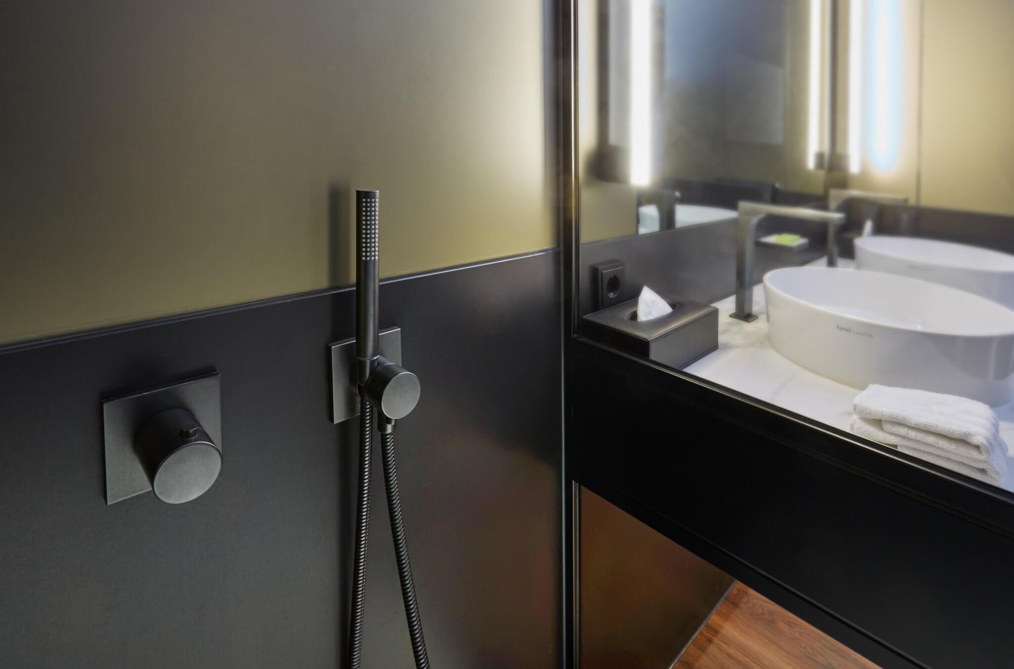 Duscharmaturen im Badezimmer